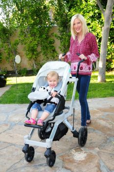 Tori Spelling - Orbit Baby