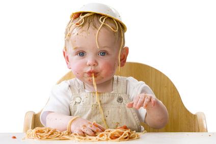 Bebé con Bol en la cabeza